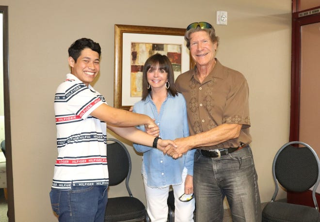 Juan Antonio-Romero Velasquez shows his appreciation to sponsors Pam and Peter McIlroy.