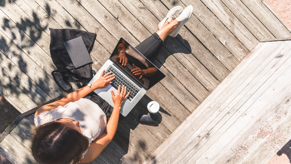 13 things that will keep you focused and productive while working outside