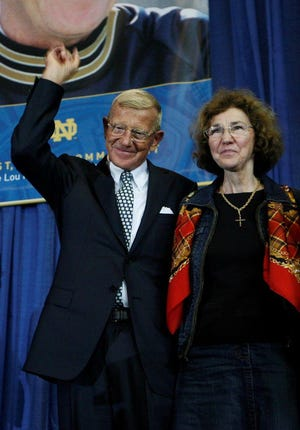 Lou Holtz S Wife Loses Long Battle With Cancer At Age 83