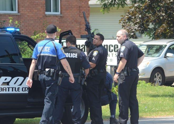 Battle Creek police are called to an apartment complex to investigate a report of a man threatening people with a gun.  Trace Christenson/The Enquirer