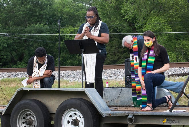 "The Rev. Paula Smith from Gordon Memorial United Methodist Church leads an eight-minute silence honoring George Floyd during ""A Prayer Service to Stand Against Racism"" on June 5 at Belle Meade United Methodist Church."