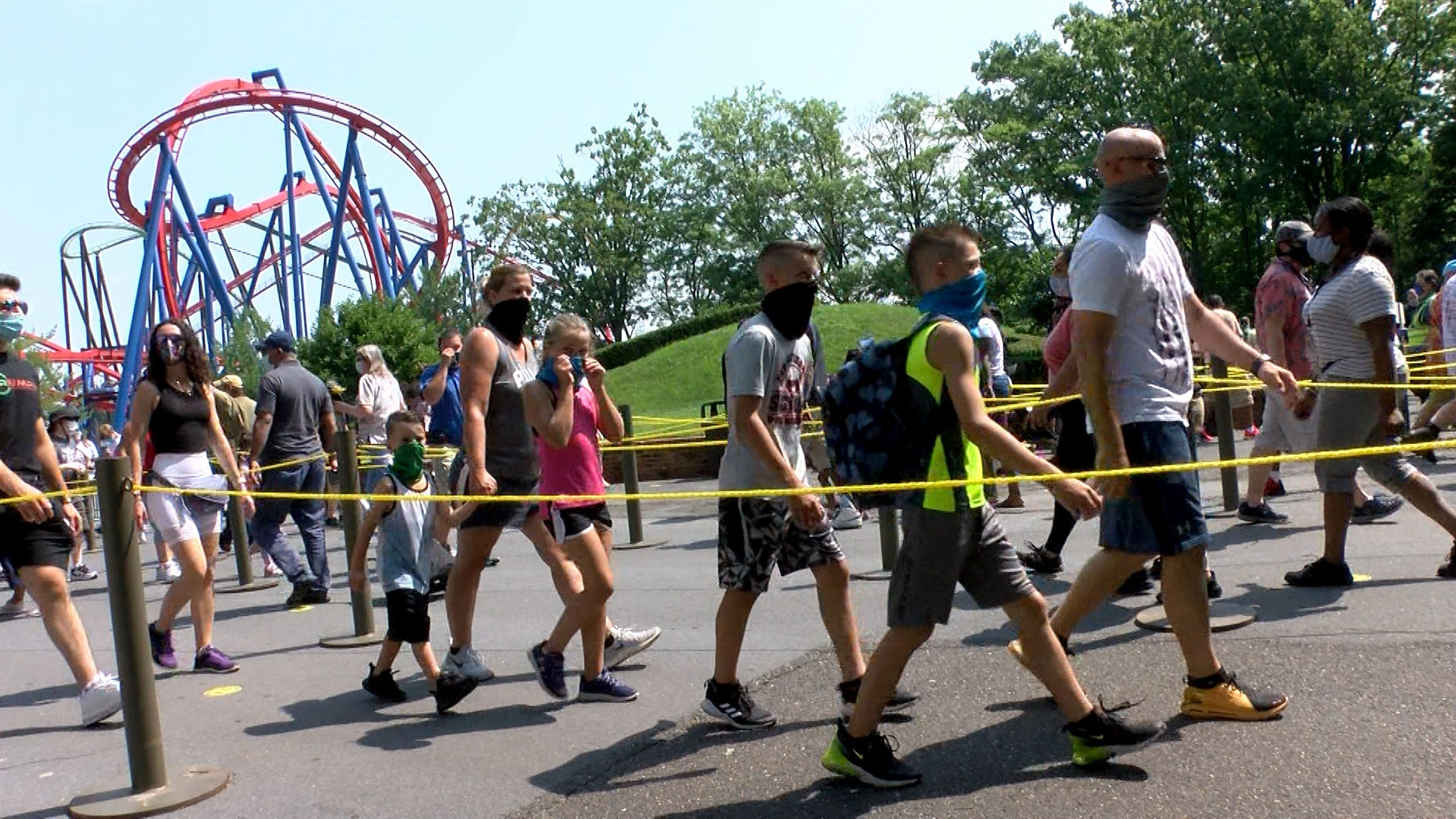 Crowds flock to Six Flags Great Adventure for opening day