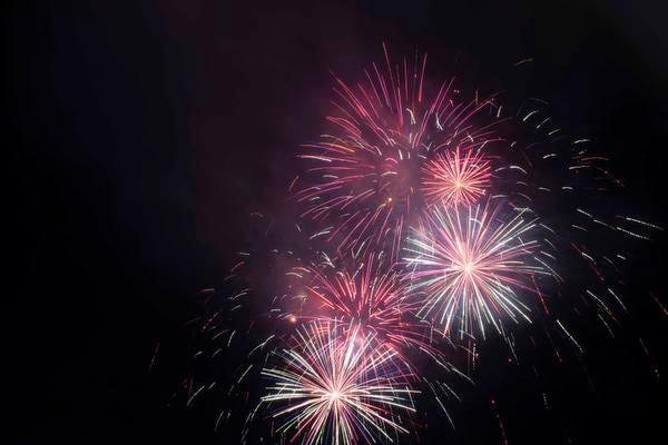 Riverbend Music Center'daki Cincinnati Pops konseri Red, White & Boom'dan sonra Rozzi Fireworks'ten bir havai fişek gösterisinin keyfini çıkarın.