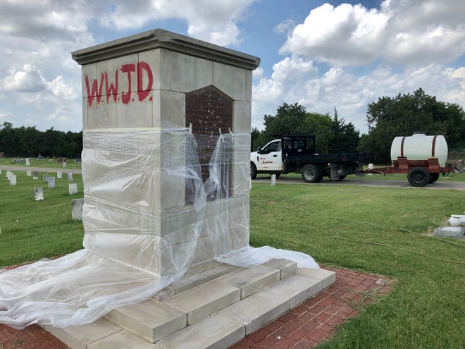 Ardmore city employees worked to scrub the graffiti off of a confederate monument at Rose Hill Cemetery Monday evening. The monument was reportedly vandalized over the holiday weekend.