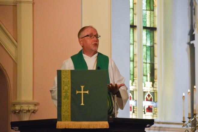Pastor Jim Lehman gives his sermon.