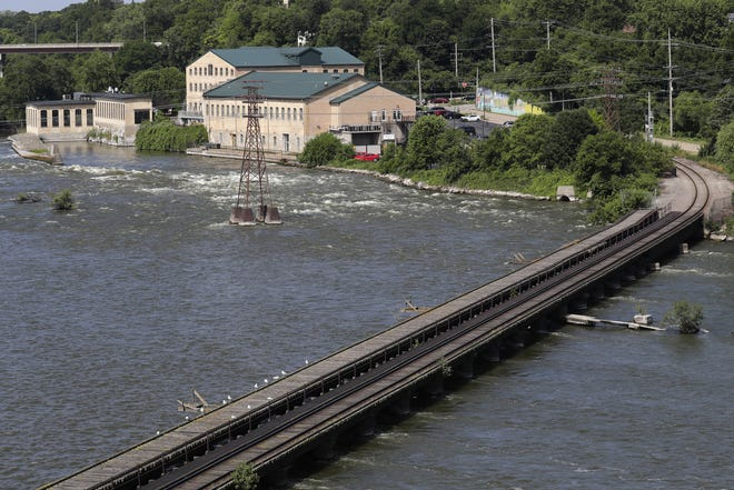 Plans call for the Edison Trestle Trail to be built on the downstream side of the railroad tracks that cross the Fox River between Water Street and Edison Avenue in Appleton.