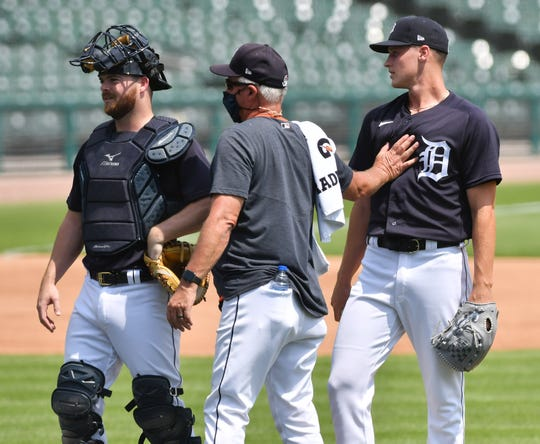 From left, Tigers catcher Jake Rogers, pitching coach Rick Anderson, and pitcher Matt Manning chat after Manning throws live batting practice Tuesday at Comerica Park.