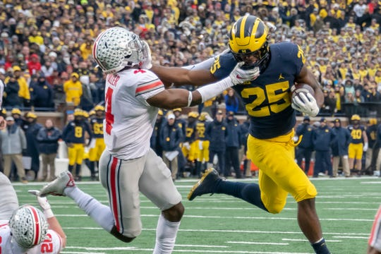 Hassan Haskins (25) and Michigan take on Ohio State on Nov. 28 in Columbus.