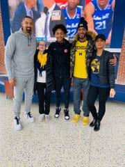 Kobe Bufkin and his family pose for a photo with Michigan basketball coach Juwan Howard.