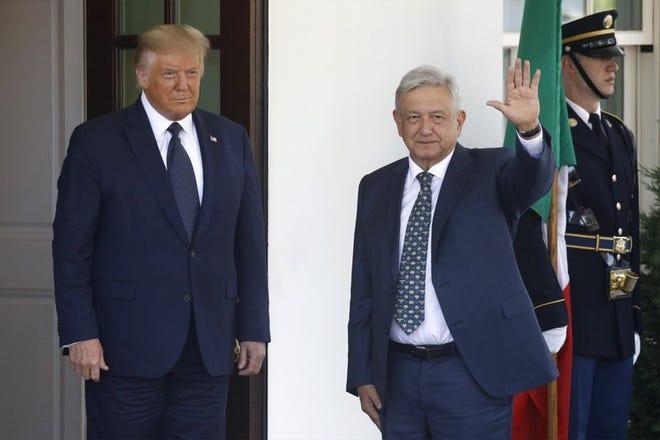 El presidente mexicano Andrés Manuel López Obrador, junto con el presidente estadounidense Donald Trump, saluda a la entrada de la Casa Blanca, en Washington, el miércoles, 8 de julio del 2020.