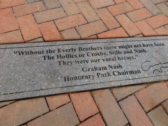 Penanda kutipan baru telah dipasang di Everly Brothers Park di Bearden dari musisi terkenal yang kariernya dipengaruhi oleh mantan musisi Knoxville. Yang ini dari Graham Nash, yang membantu mendapatkan penawaran dan tanda tangan dari beberapa musisi lain.