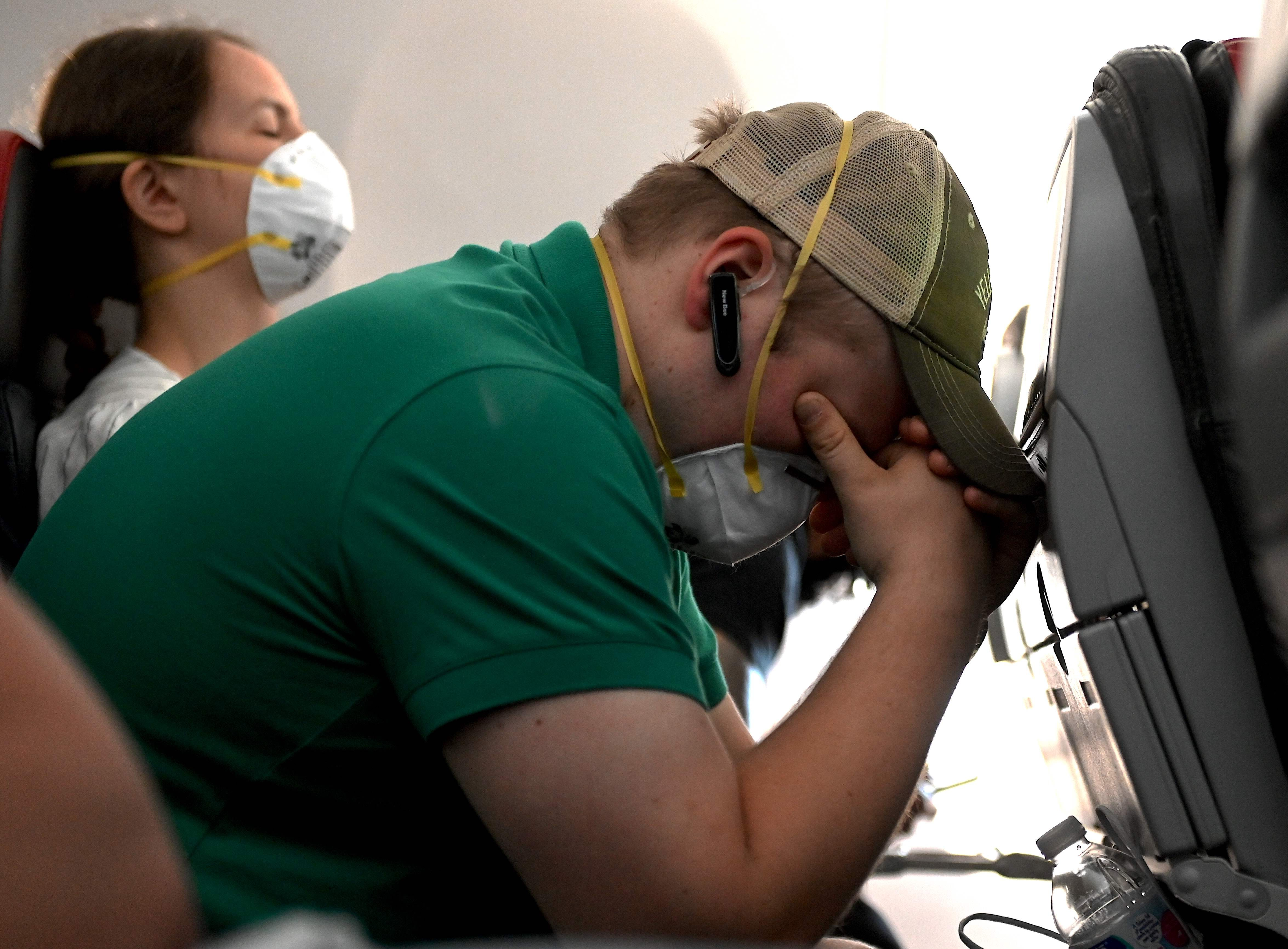 Airline passengers are finding  creative ways  to remove masks, American pilot says
