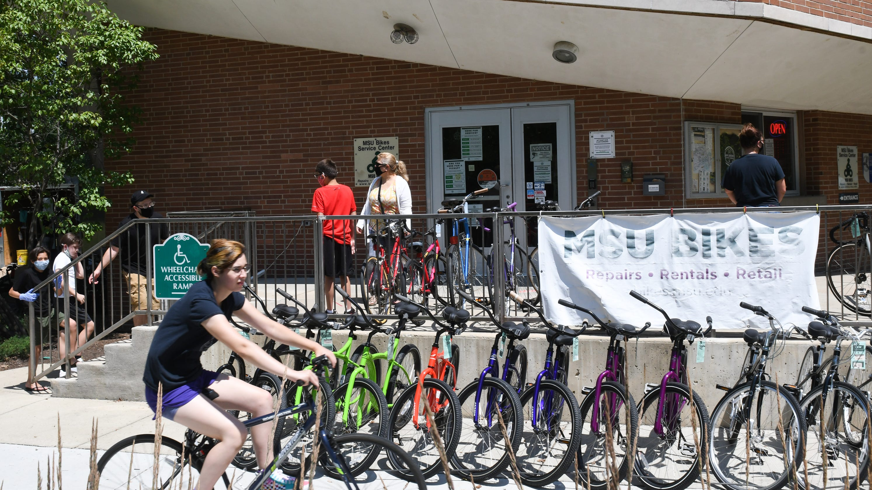 Cycling enthusiasts buy out Greater Lansing bike shops