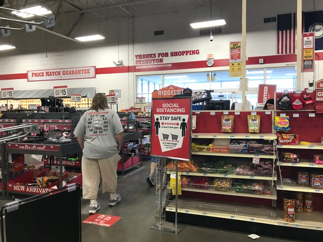 Tractor Supply — masks and social distancing check