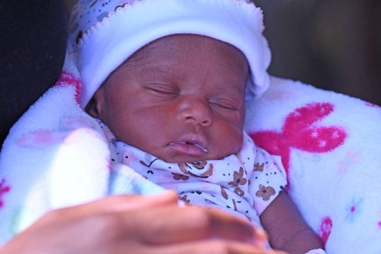 Celebrity Beauty: Emrie Haynes used to be born at 2:43 p.m. on July Three, virtually three weeks sooner than her due date.