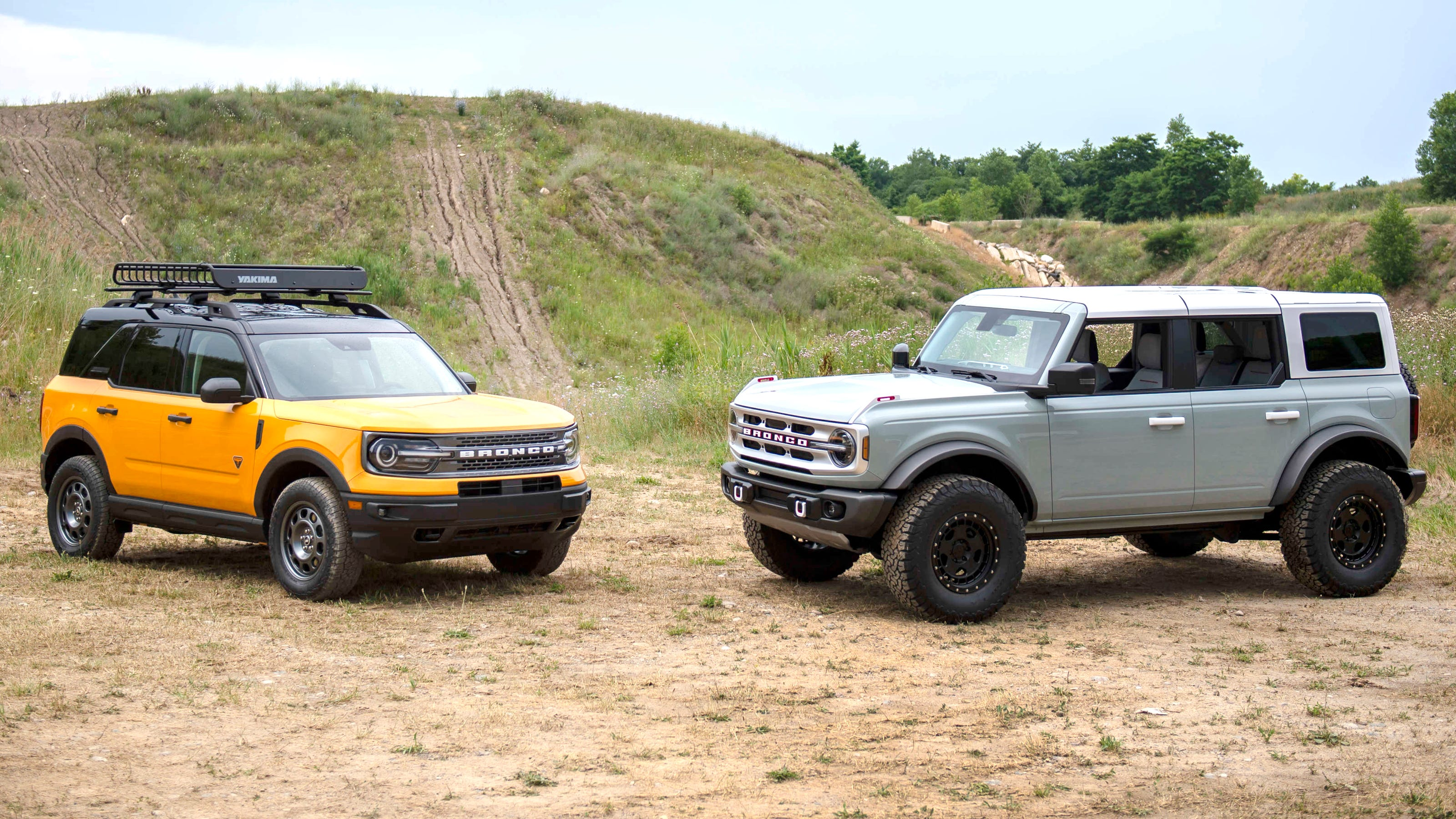 new ford bronco debuts challenges jeep for king of the hill