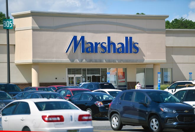 The proposed El Paso facility would distribute products for the company's just over 1,130 Marshalls clothing stores in the United States, a company spokeswoman said.