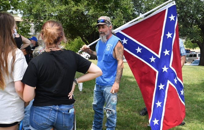 Supporters of keeping a Confederate monument at Memorial Auditorium plan to be out at the site beginning at 8 a.m. gathering signatures on a petition.