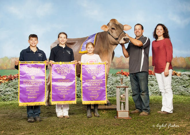 The Meyer family poses with their cow, Jenlar Carter Waltz at the 2019 World Dairy Expo. The Meyer family won the Ira Inman PTPR Trophy in their division of 10-29 cows.