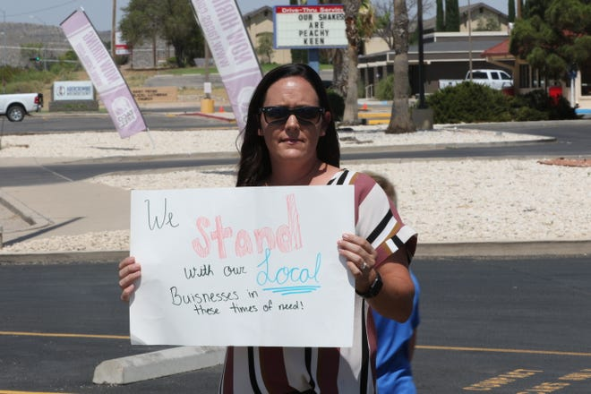 Kari Putman, of Carlsbad, protests New Mexico's order that restaurants close in order to slow the spread of COVID-19, on July 15, 2020 at the Pizza Inn in Carlsbad.