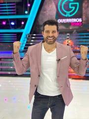 """Antonio Santana brilla como conductor backstage de """"Guerreros 2020""""."""