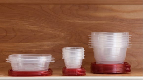 Pack snacks and more with these Rubbermaid Takealongs.