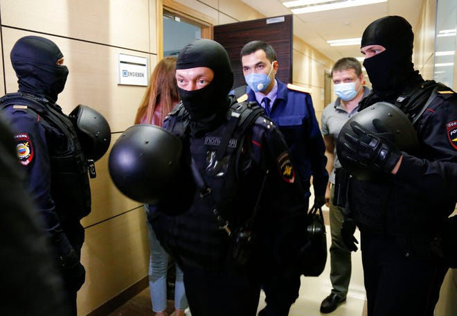 Russian Police Raid Opposition Leader Navalny S Office Home