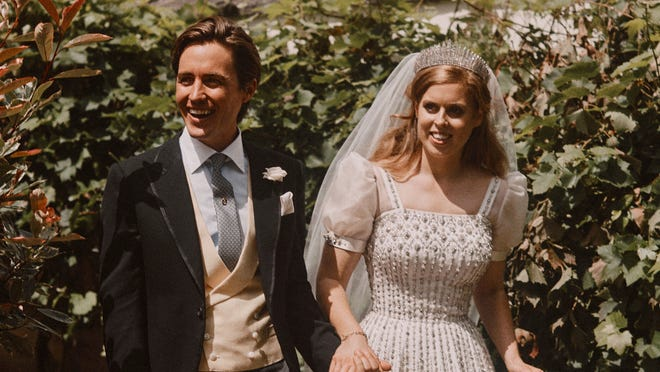 Princess Beatrice Borrowed The Queen S Dress For Covid 19 Era Wedding