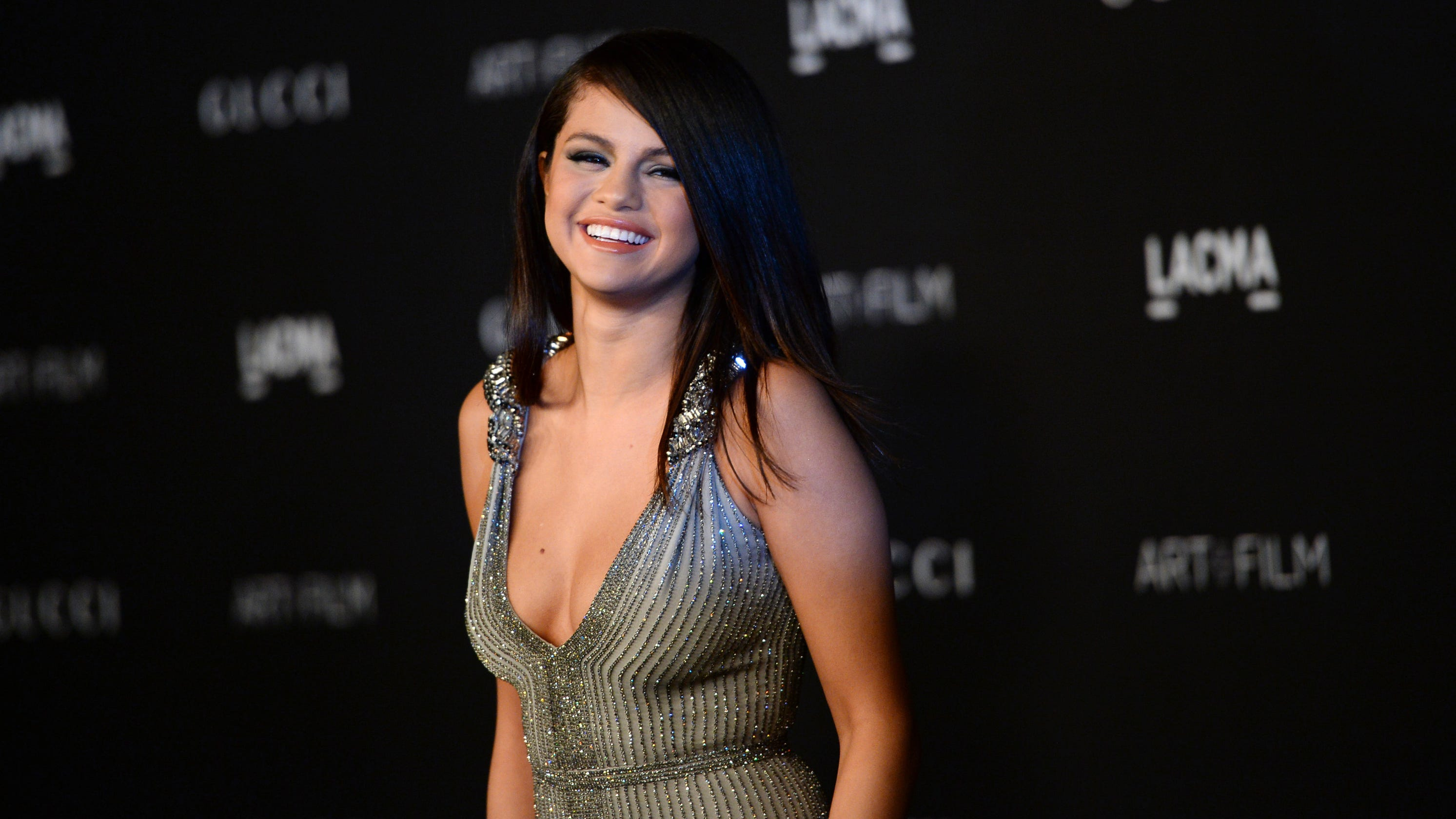 'I actually think I sing better in Spanish': Selena Gomez drops new Spanish single 'De Una Vez' – USA TODAY
