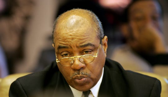 Council member Alonzo Bates speaks during a budget meeting with the Detroit City Council on Tuesday, April 12, 2005.