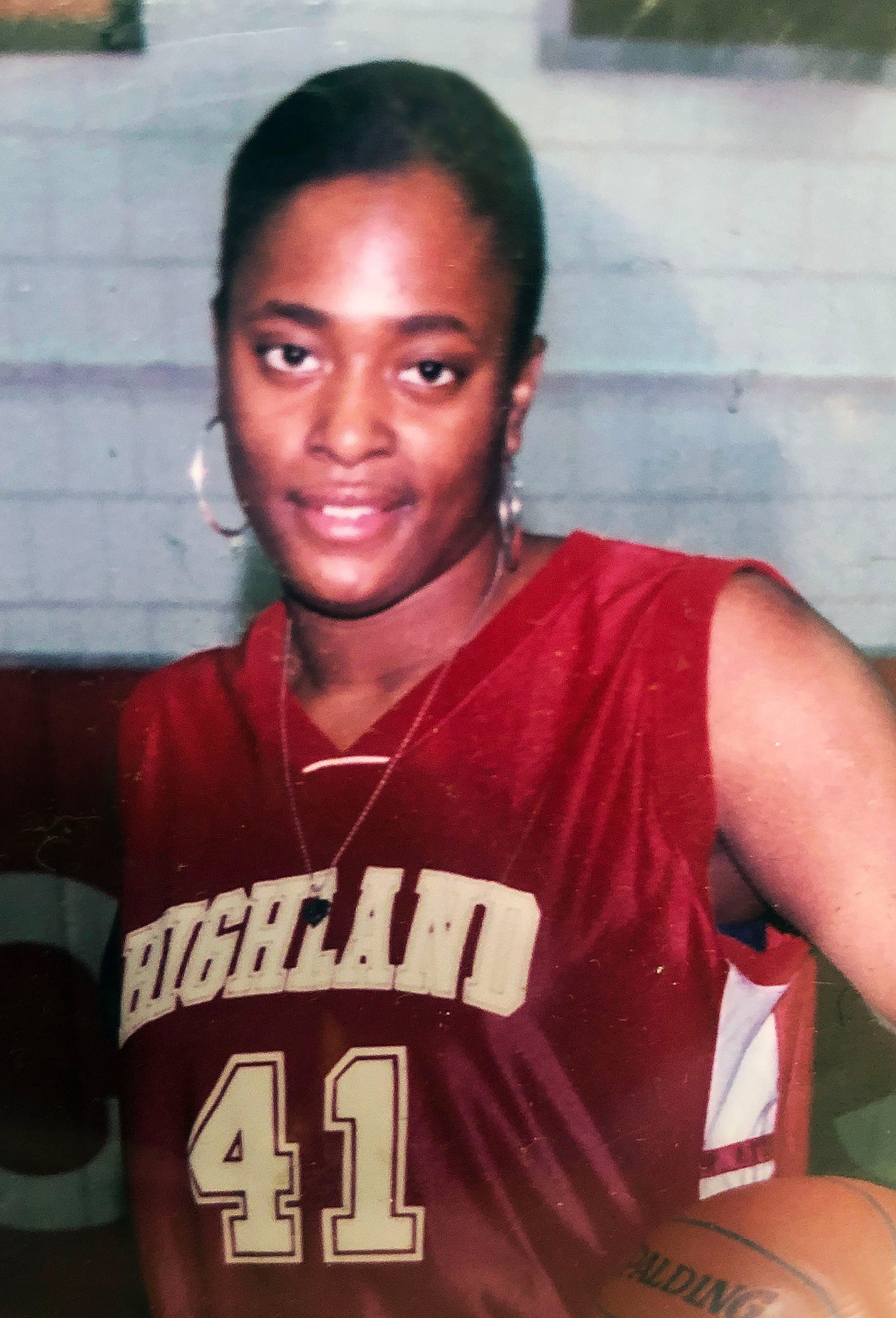 LaVera Jeffrie, 2004 senior photo from Highland Park High School in St. Paul.