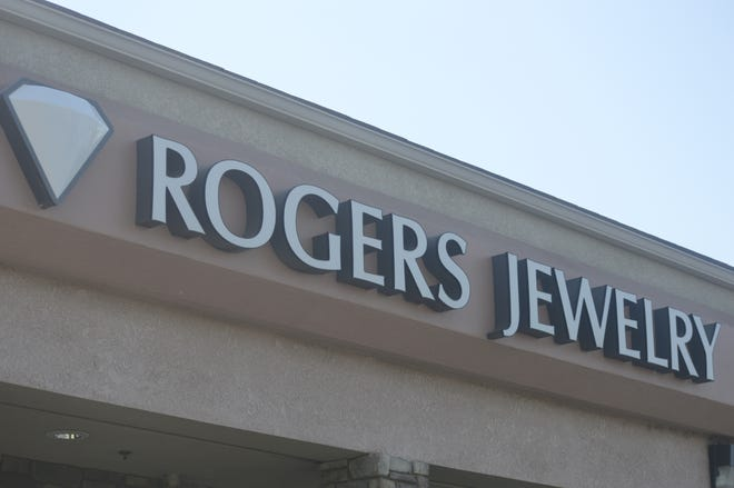 Rogers Jewelry is closing its Visalia location in late August.