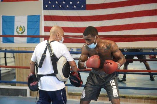 Julio Alvarez is training Tre'Sean Wiggins to prepare him for his next fight in August.
