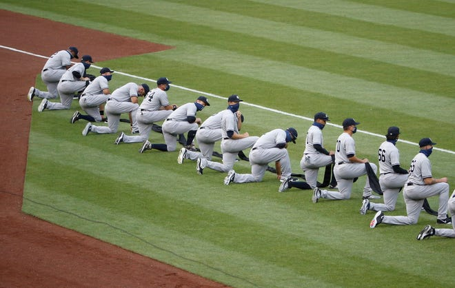 Yankees players kneel before the game at Nationals Park.