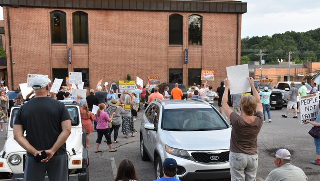 Opponents of the fuel terminal proposed for Dickson County rallied Thursday night at the county courthouse in Charlotte as the county planning commission voted on the terminal site plan inside.