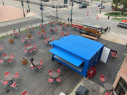 Tin Roof resturant is setting up for Tigers Opening Day.