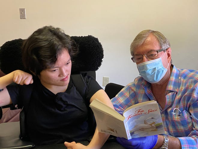 Fred Marziano reading to his daughter Zoe for the first time in almost five months after visiting restrictions were made more lenient amid the COVID-19 pandemic.