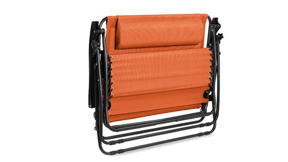 Choose from three different colors in this foldable lounger.