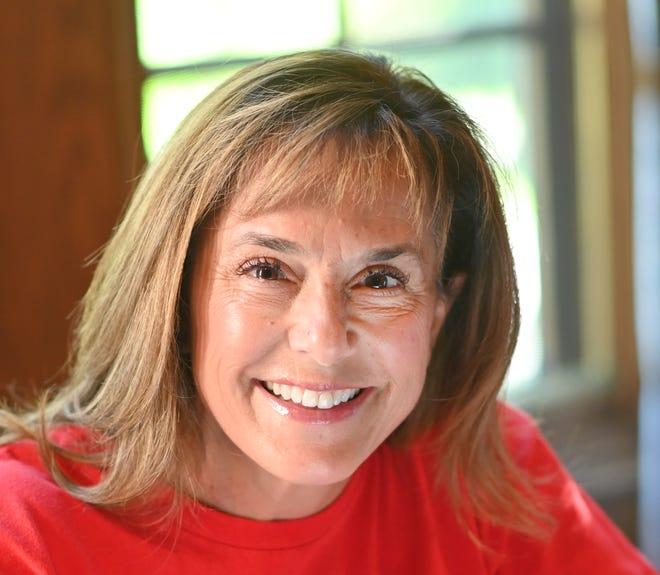 Lisa McClain adalah seorang wanita pengusaha dan pendatang baru dalam politik yang bersaing untuk nominasi Partai Republik untuk menggantikan Wakil AS Paul Mitchell, yang memutuskan untuk tidak mencalonkan diri kembali, di Kongres. Dia terlihat di mejanya di rumah Bruce Township-nya pada hari Selasa, 28 Juli 2020.