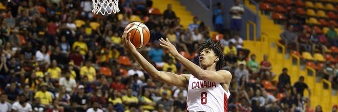 Shaedon Sharpe attempts a layup for Team Canada in the 2019 FIBA Americas 16U Championship.