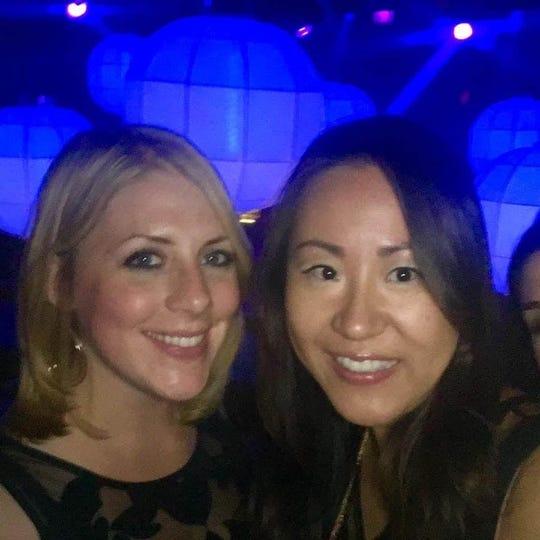 Meredith Rogowski (kiri) dengan Susie Zhao (kanan). (Meredith Rogowski, Khusus untuk Pers Bebas)