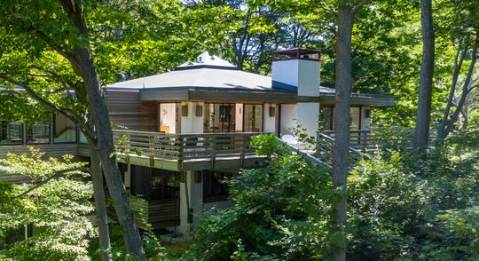 This mid-century modern estate in Macatawa Park, a private Lake Michigan beach community that's beenpopular among vacationers since the 1800s, sits on one of the largest lots in the area.