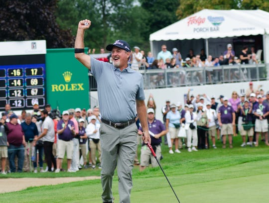Jerry Kelly celebrates after he sinks the final putt on the 18th green of the Ally Challenge.