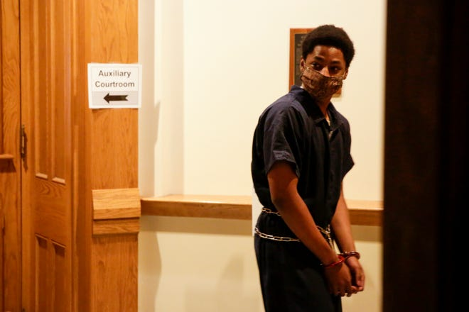 Iyon Marquis Erves is escorted into Circuit Court by sheriff's deputies, Wednesday, July 29, 2020 at the Tippecanoe County Courthouse in Lafayette. Erves is charged with one count attempted murder with intent to kill, two counts of battery with a deadly weapon, two counts of intimidation with a deadly weapon, criminal recklessness with a deadly weapon, carrying a handgun without a license and criminal mischief causing damage between $750 and $50,000 in connection with the Dec. 27, 2019 shooting at the Tippecanoe Mall.