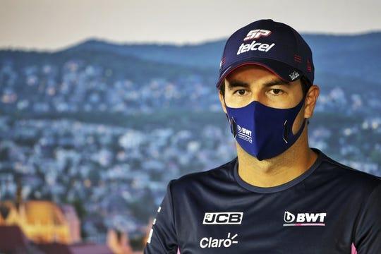 El piloto mexicano Sergio Pérez de Racing Point durante una rueda de prensa en el circuito Hungaroring en Mogyorod, Hungría el jueves 16 de julio de 2020.