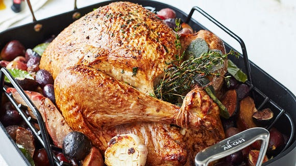 You'll love the easy-to-maneuver flat handles on this roasting pan.