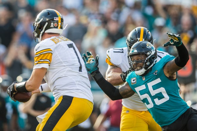 Pittsburgh Steelers quarterback Ben Roethlisberger (7) avoids the pass rush by Jacksonville Jaguars defensive end Lerentee McCray (55) in the fourth quarter at TIAA Bank Field Versus the Jacksonville Jaguars in Jacksonville, Fla., Sunday, Nov. 18, 2018. [For The Florida Times-Union/James Gilbert]