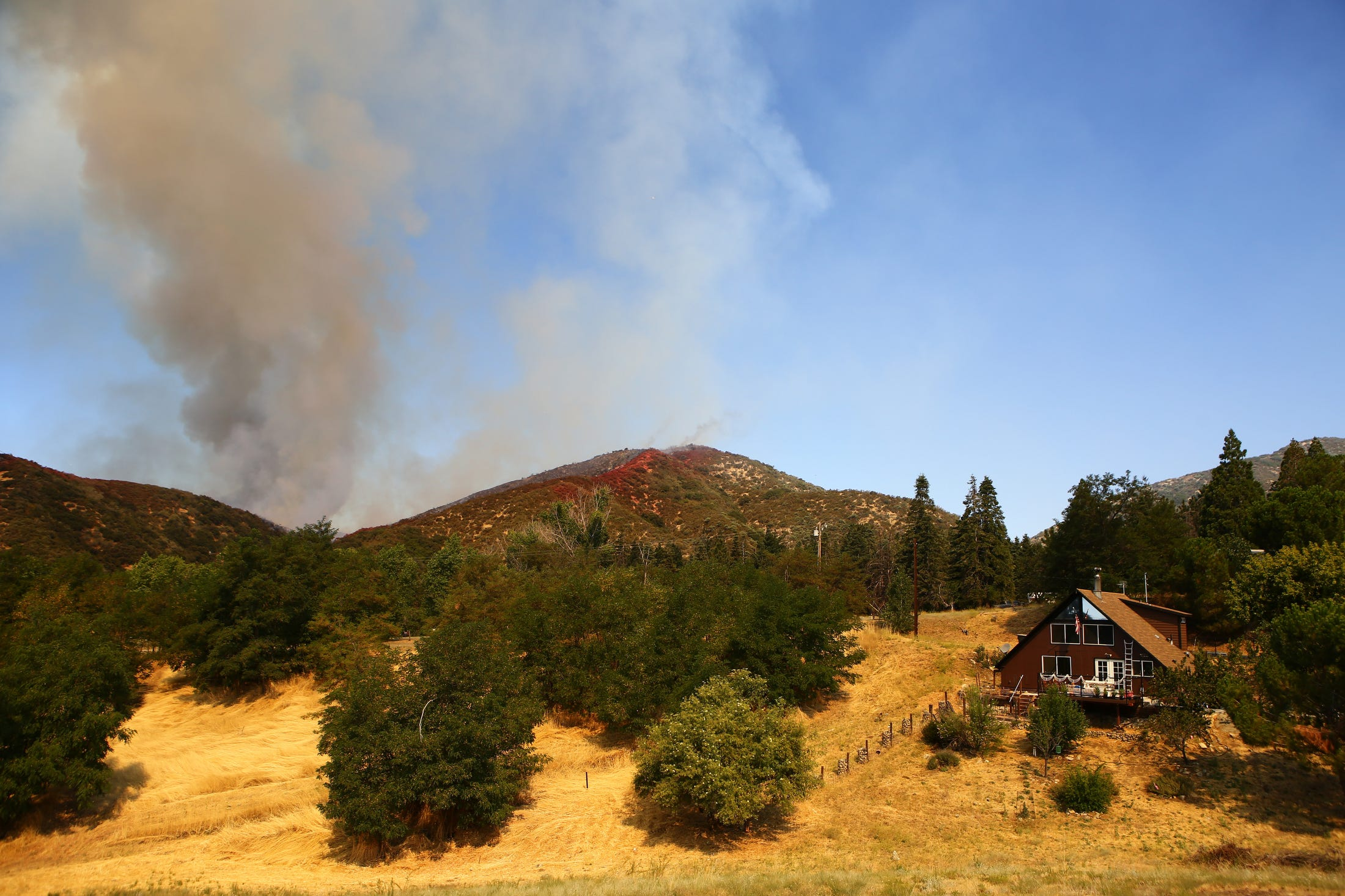 Apple Fire Updates Cherry Valley Blaze Grows 7 800 Ordered To Evacuate