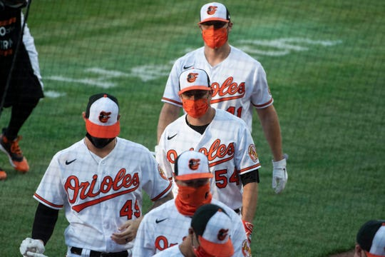 Orioles players wear masks when they enter the hideout before the game against the Yankees.