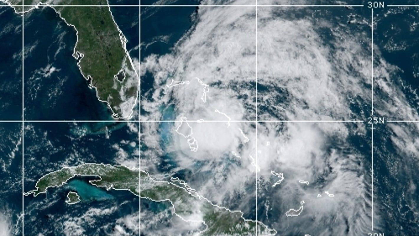 Tropical Storm Isaias nears east coast of Florida, aims for Carolinas 1